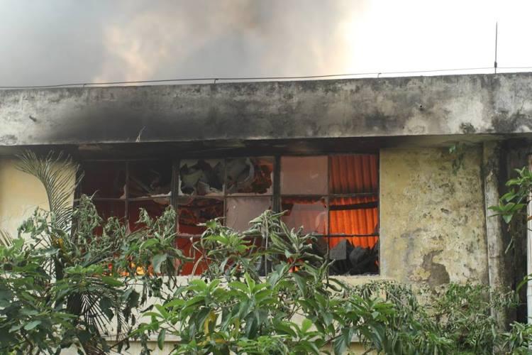 Cháy lớn ở xưởng ô tô Hà Nội: Khói, lửa bốc cao ngùn ngụt 7