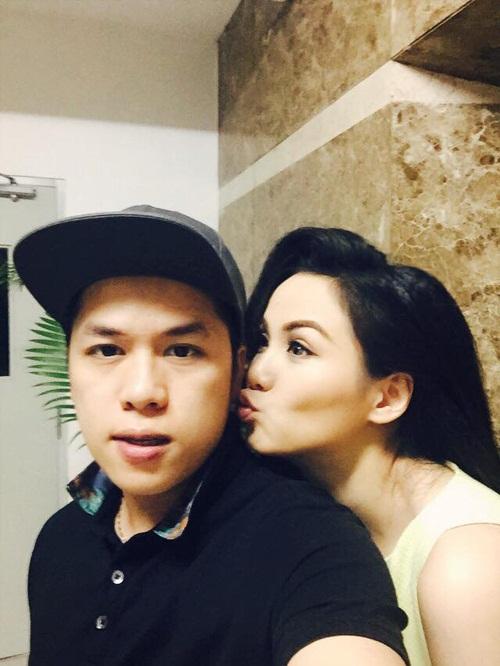 Facebook sao Việt: Tuấn Hưng làm từ thiện, Thu Minh khoe nhẫn siêu bự 4