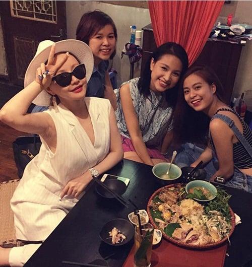 Hình ảnh Facebook sao Việt: Tuấn Hưng giản dị đi từ thiện, Thu Minh khoe nhẫn siêu bự số 8