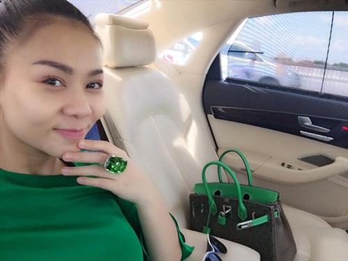 Hình ảnh Facebook sao Việt: Tuấn Hưng giản dị đi từ thiện, Thu Minh khoe nhẫn siêu bự số 3