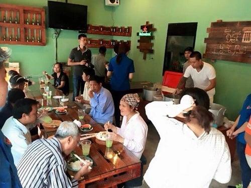 Hình ảnh Facebook sao Việt: Tuấn Hưng giản dị đi từ thiện, Thu Minh khoe nhẫn siêu bự số 2