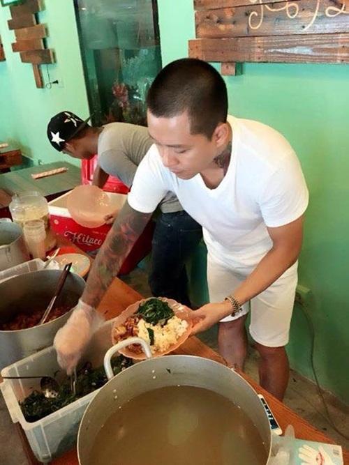 Facebook sao Việt: Tuấn Hưng giản dị đi từ thiện, Thu Minh khoe nhẫn siêu bự 1