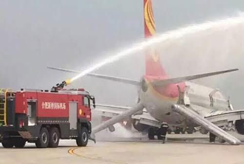 Đang bay, khoang hành lý máy bay Trung Quốc bốc cháy dữ dội 1