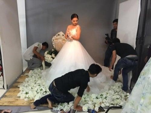Vợ Duy Nhân mặc váy cưới làm mẫu ảnh 5