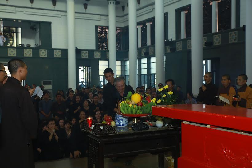 Dòng người tiễn biệt nhạc sĩ An Thuyên về nơi an nghỉ cuối cùng 6