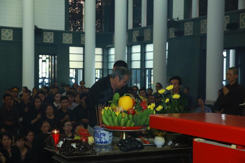 Dòng người tiễn biệt nhạc sĩ An Thuyên về nơi an nghỉ cuối cùng 11