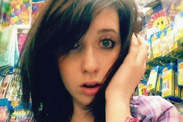 """Nữ sinh chết thảm vì """"chụp ảnh tự sướng"""" trên cầu 1"""