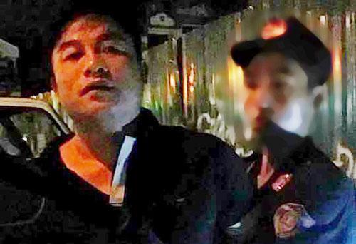 Bị yêu cầu dừng xe, người đàn ông đấm vào mặt cảnh sát 1