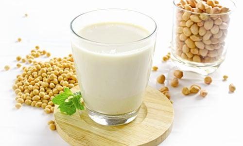 Cách làm sữa đậu nành nguyên chất bằng máy xay sinh tố 1
