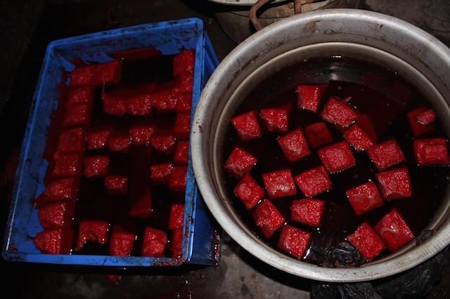 Ảnh: Bên trong cơ sở sản xuất tiết vịt giả siêu bẩn 4