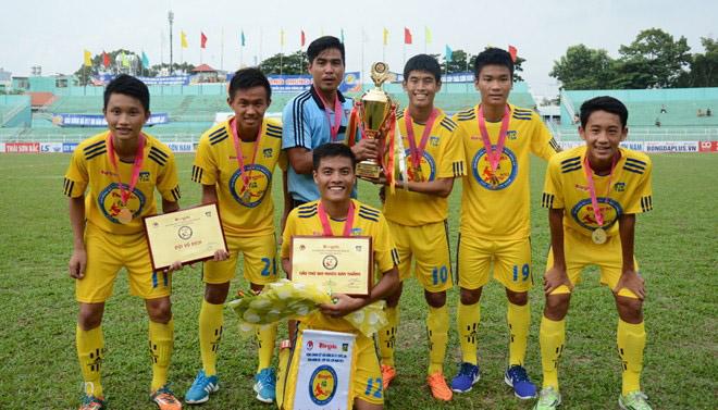 Vô địch U17 QG, 3 cầu thủ PVF được gọi lên tuyển U19 Việt Nam  1