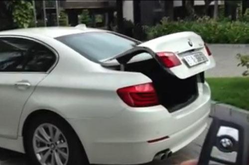 Video: Hai em nhỏ tử vong do ngạt khí trong cốp ô tô 1