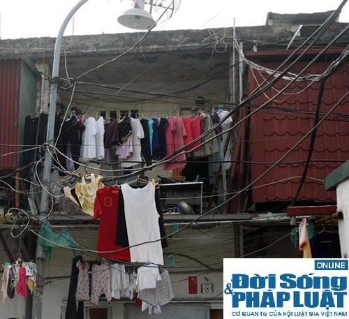 Hàng trăm cư dân vừa ở vừa lo nhà sập giữa Thủ đô 7