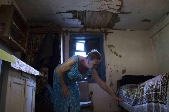 Nhân chứng bị ám ảnh khoảnh khắc xác nạn nhân MH17 rơi xuyên mái nhà 1