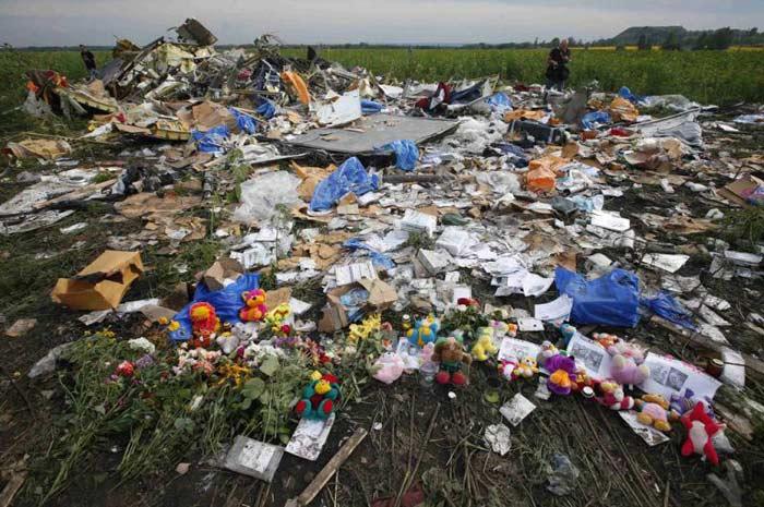 Nhân chứng bị ám ảnh khoảnh khắc xác nạn nhân MH17 rơi xuyên mái nhà 4