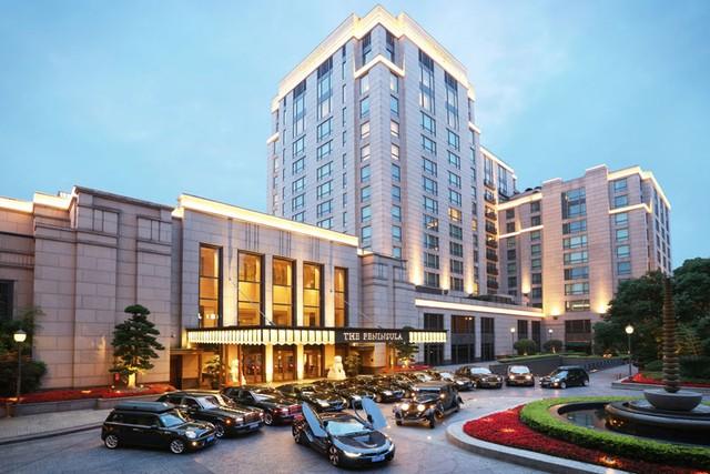 Khách sạn dùng xe hơn 7 tỷ đồng đưa đón khách  1
