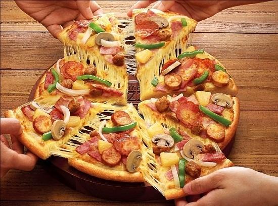 Cách làm bánh pizza đơn giản mà hẫp dẫn hơn ngoài tiệm