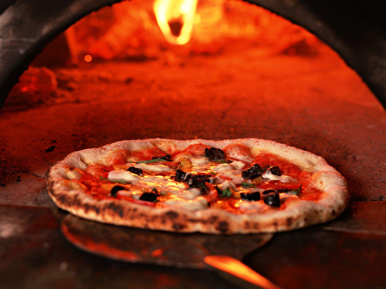Cách làm bánh pizza đơn giản mà hẫp dẫn hơn ngoài tiệm 6