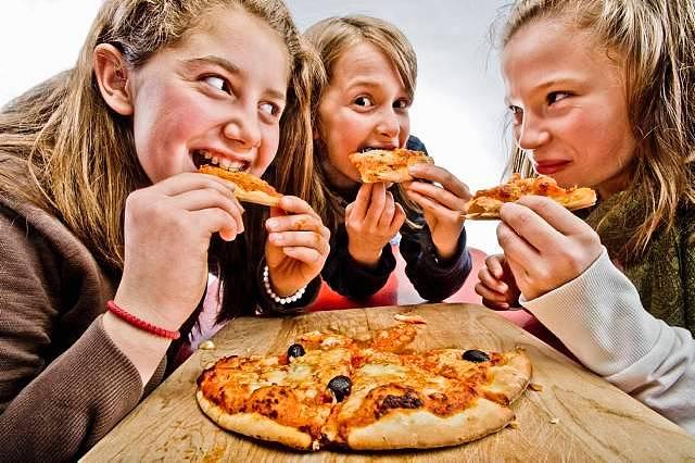 Hình ảnh Cách làm bánh pizza đơn giản mà hẫp dẫn hơn ngoài tiệm số 7