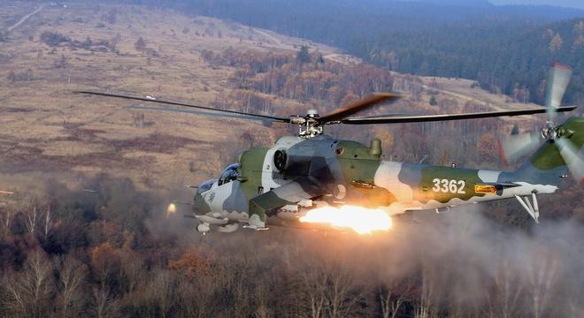 Xem trực thăng Mil Mi-24 thị uy sức mạnh 1