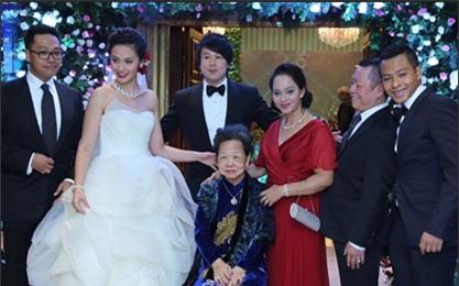 Vợ Thanh Bùi vác bụng bầu đến ủng hộ chồng 8
