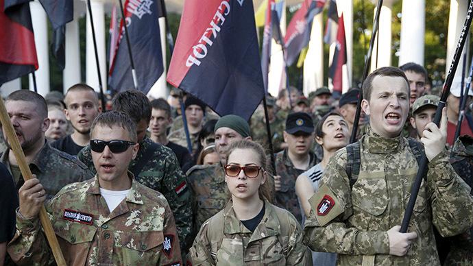 Ukraine: Nhóm cánh hữu dọa đưa quân vào Kiev 1