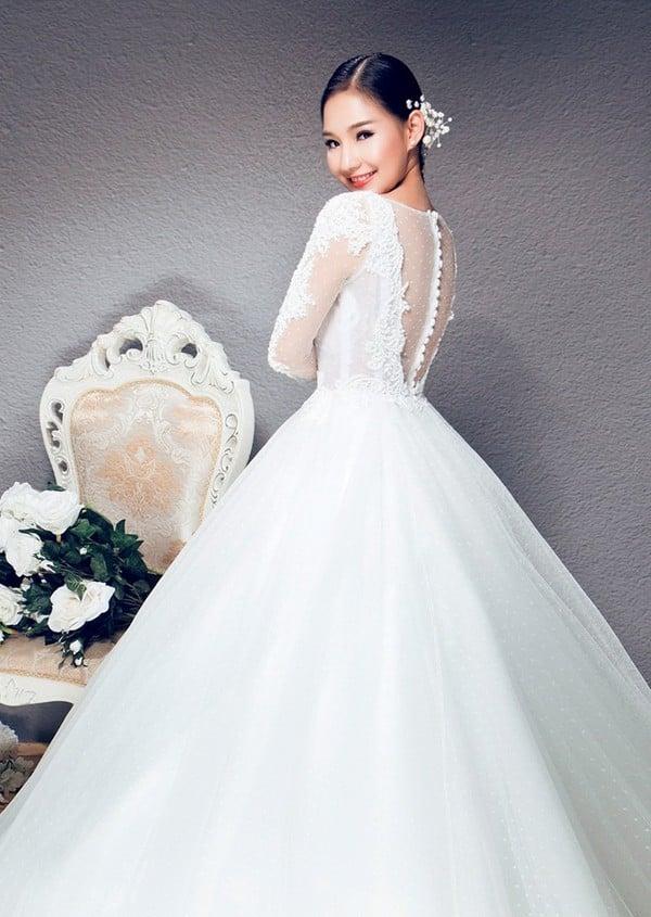 Hình ảnh Vợ Duy Nhân đẹp lung linh trong bộ sưu tập váy cưới số 4