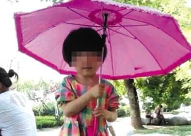 """Bé gái 3 tuổi tử vong vì bị cô giáo """"bỏ quên"""" trong ô tô giữa trời nắng nóng 1"""