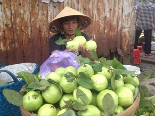 Facebook sao Việt: Lệ Rơi bất ngờ đi bán ổi, Mr Đàm ngồi bán bánh ướt vỉa hè 1