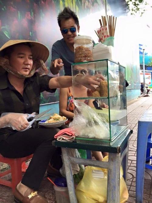 Facebook sao Việt: Lệ Rơi bất ngờ đi bán ổi, Mr Đàm ngồi bán bánh ướt vỉa hè 5