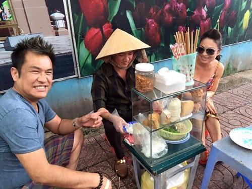 Facebook sao Việt: Lệ Rơi bất ngờ đi bán ổi, Mr Đàm ngồi bán bánh ướt vỉa hè 4