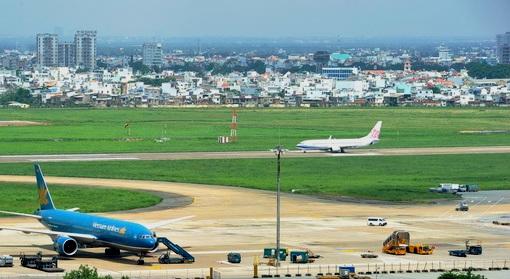 Đường băng sân bay Tân Sơn Phất phải đóng cửa do bị sét đánh 1