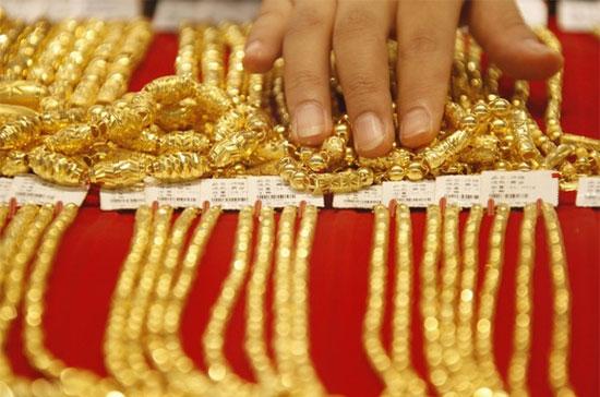 Giá vàng hôm nay 15/7: Giá vàng SJC giảm tiếp,  rời xa mốc 34 triệu đồng/lượng 1