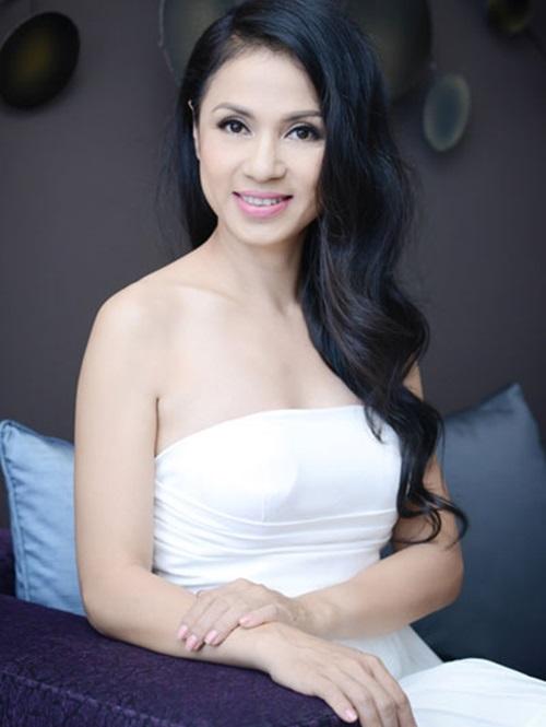 Vẻ đẹp không tuổi của người đẹp Tây Đô Việt Trinh 5