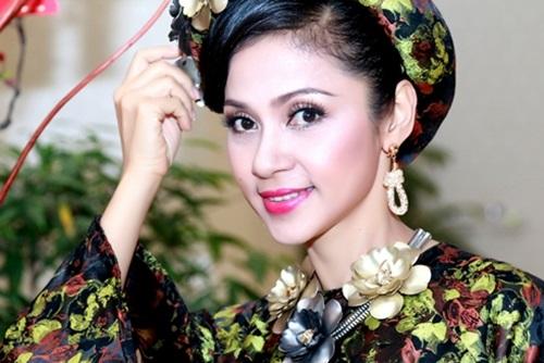 Vẻ đẹp không tuổi của người đẹp Tây Đô Việt Trinh 7