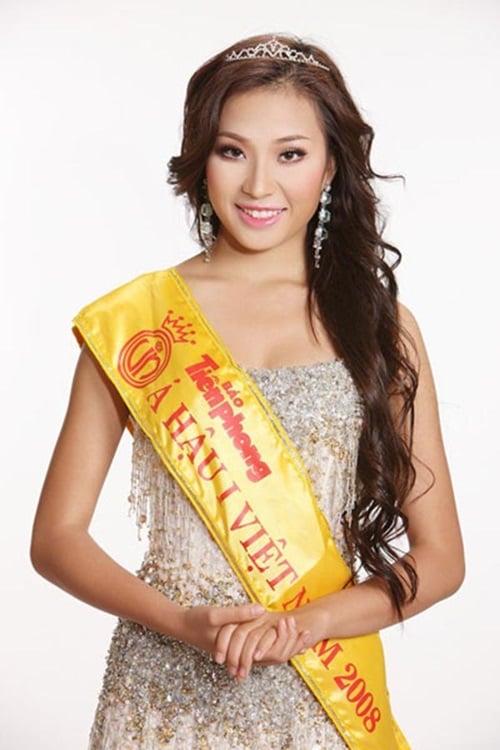 Hé lộ cuộc sống của Á hậu lận đận nhất trong lịch sử Hoa hậu Việt Nam 1