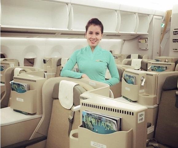 Bạn gái Thành Trung xinh đẹp trong đồng phục Vietnam Airlines trên A350 3