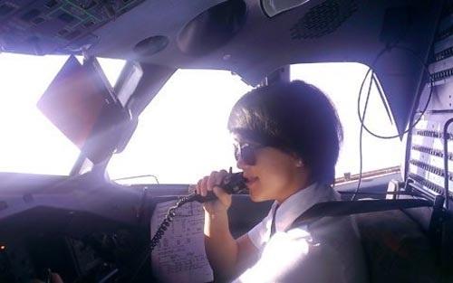 Ngỡ ngàng nhan sắc xinh đẹp của 4 nữ phi công Việt 9