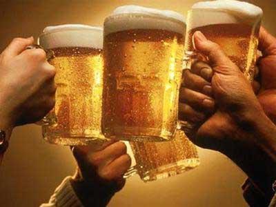 Từ tháng 7, người uống rượu bia được miễn phí gọi taxi về nhà 1