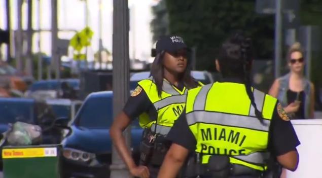 Nữ cảnh sát Mỹ bị điều tra vì cáo buộc đóng phim người lớn 3