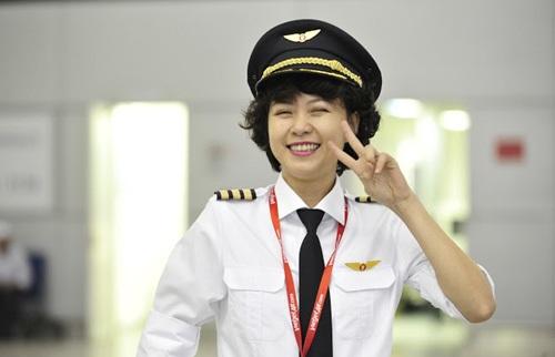 Ngỡ ngàng nhan sắc xinh đẹp của 4 nữ phi công Việt 13