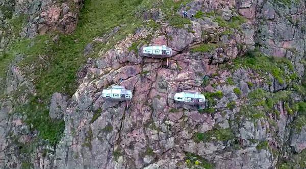 Cận cảnh khách sạn cheo leo trên vách núi 2