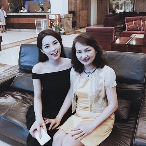 Facebook sao Việt: Kỳ Duyên tỏ tình với mẹ, Đan Lê hạnh phúc bên gia đình 1