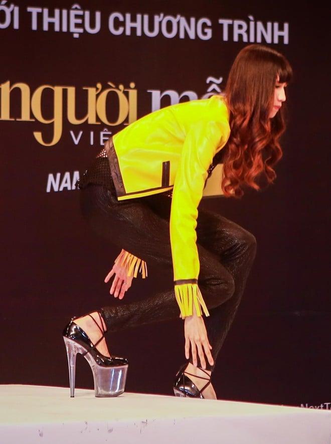 Thí sinh Next Top Model liên tục bị ngã với thử thách đi giày 20 cm 2