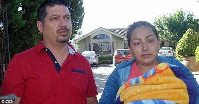 """Mexico: Sinh viên y khoa cắt nhầm """"cậu nhỏ"""" của trẻ sơ sinh 2"""