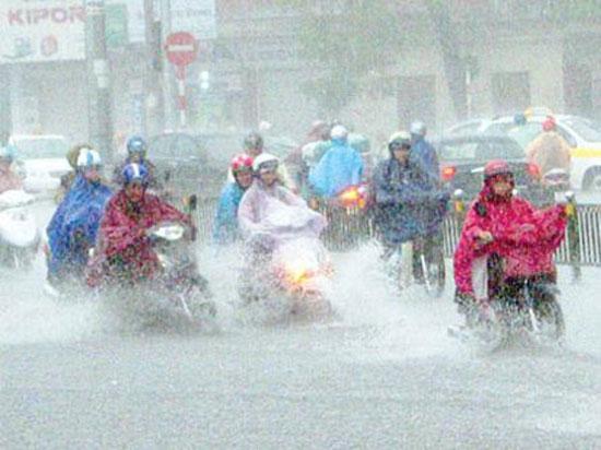 Kinh nghiệm đi xe máy an toàn trong mùa mưa bão 4