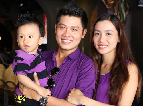 Nhạc sĩ Nguyễn Văn Chung làm clip xúc động tặng vợ 1