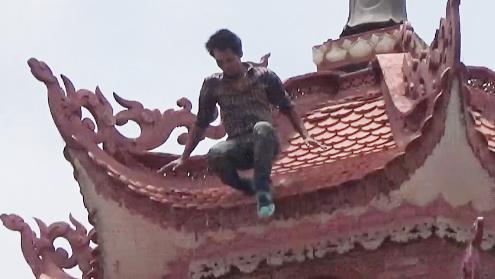 Hà Nội: Danh tính thanh niên nghi ngáo đá nhảy từ tầng 11 xuống đất 1