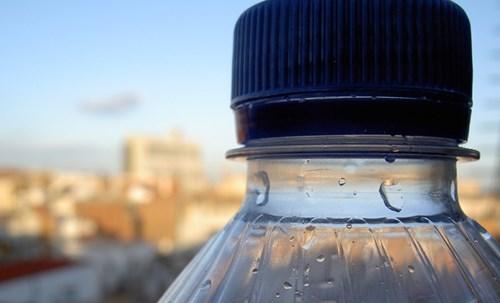 Nguy hiểm tiềm ẩn khi tái sử dụng chai nhựa 2