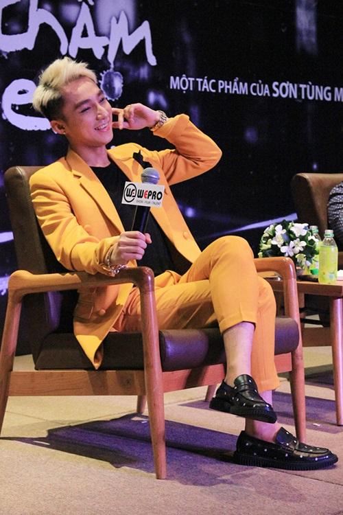 Hit mới 'Âm thầm bên em' của Sơn Tùng M-TP làm khuấy đảo Vpop 9